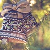 christmas-tree-decorating-with-kindergarten-kids